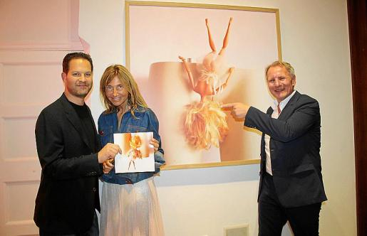 Drew Aaron, de Gallery Red; Romy Querol y Gerhardt Braun.