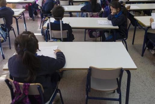 El teléfono contra el acoso escolar recibió 12.799 llamadas, la mitad que el año anterior.