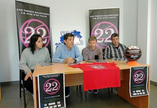 Los organizadores durante la presentación de ayer.
