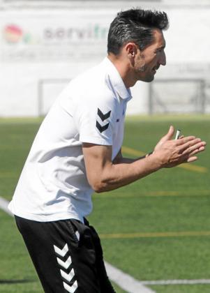 Raúl Casañ arenga a los suyos durante un partido de la Peña Deportiva de esta temporada.