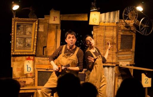'La Gallina de los huevos de oro' es un espectáculo teatral para toda la familia.