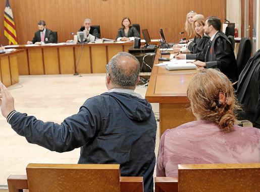 Los dos acusados, en una sesión previa al juicio en la Audiencia.