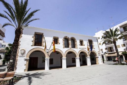 Fachada del Ayuntamiento de Santa Eulària.
