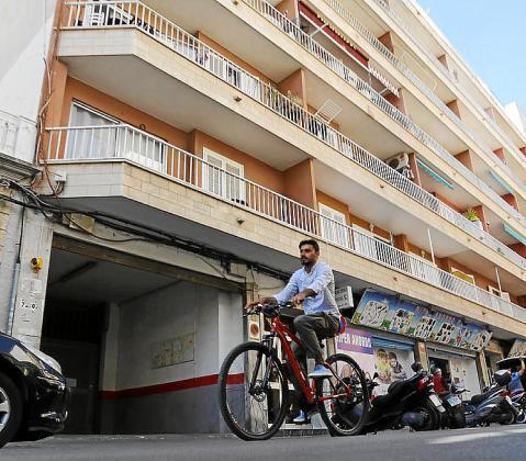 El inmueble okupado se encuentra en la calle Bisbe Cabanellas.