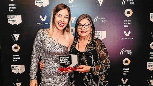 En la foto, Anna Tur, directora de Ibiza Global Radio, junto a su madre, Maribel Torres; hija y esposa de Joan Tur, respectivamente.