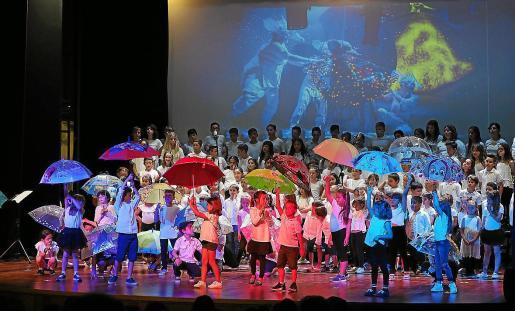 El musical de Geronimo Stilton que representaron ayer los alumnos del CEIP Can Guerxo en Cas Serres fue todo un éxito.