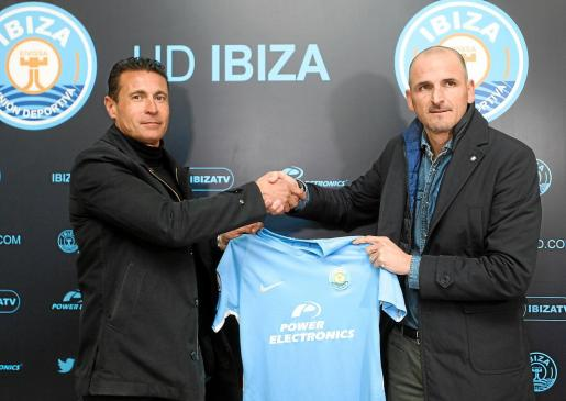 Amadeo Salvo y Fernando Soriano, el día de la presentación de éste como nuevo director deportivo de la UD Ibiza.