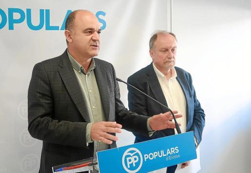 Imagen de archivo de Vicent Marí durante una intervención junto a Mariano Juan en la nueva sede del partido en calle Cataluña.