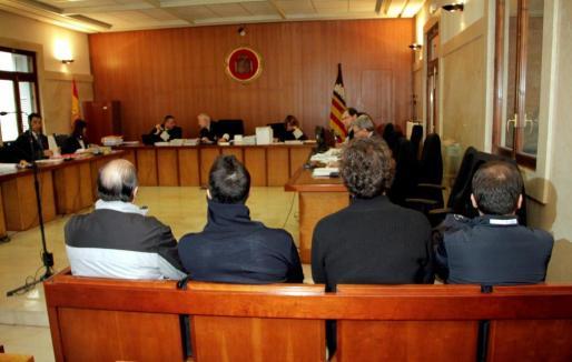 Cuatro de los cinco acusados durante la celebración del juicio, que se celebró el pasado 26 de enero en Palma.