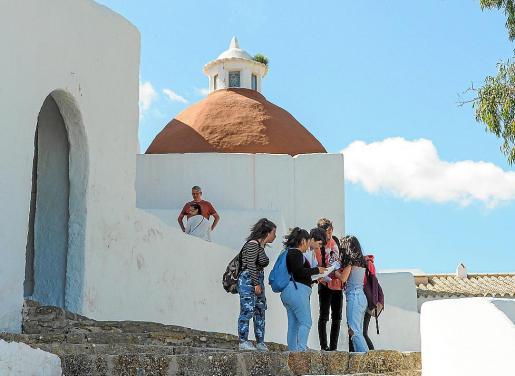La gincana se celebró ayer por la mañana por los alrededores del Museo Etnográfico de Can Ros, el Puig de Missa y la desembocadura del río.