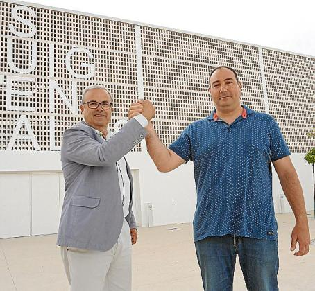 Vicent Torres y Víctor Torres, ayer, en Puig d'en Valls.