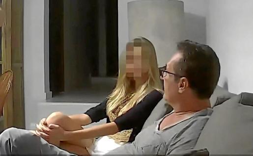 Captura de vídeo con la imagen de Strache en Ibiza, junto a la sobrina del oligarca.