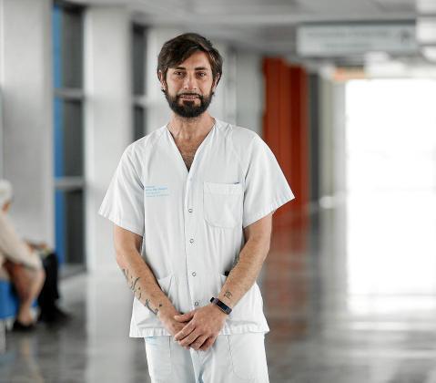 El celador del Área de Salud Enrique Adán.