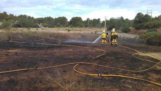 Imagen de archivo de un incendio en terreno agrícola en Ibiza
