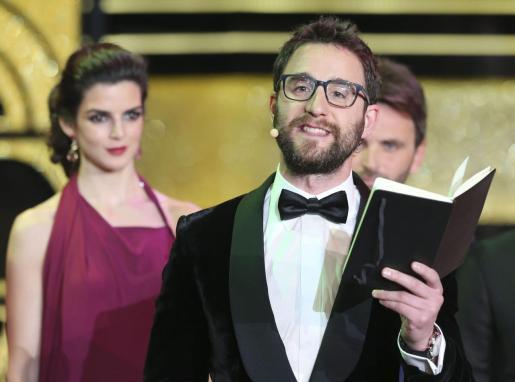 Los actores Dani Rovira y Clara Lago durante la gala de entrega de los premios Goya 2015.