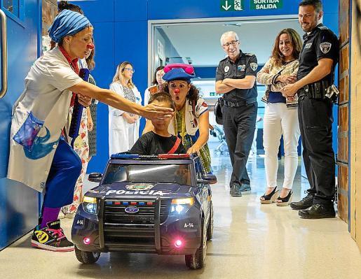 Can Misses cuenta con numerosas iniciativas para hacer que la estancia de los niños en el hospital sea más amable, entre ellas las visitas de los clown de Sonrisa Médica.