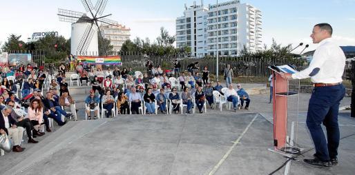 El candidato Simón Planells durante su intervención en un acto de campaña el pasado sábado en sa Punta des Molí.
