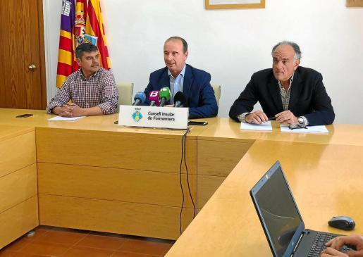 Bartomeu Escandell, Jaume Ferrer y el abogado Fernando Mateas dieron explicaciones a los medios por la apertura de juicio oral.