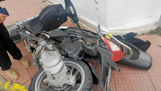 Así quedó esta motocicleta después del accidente.