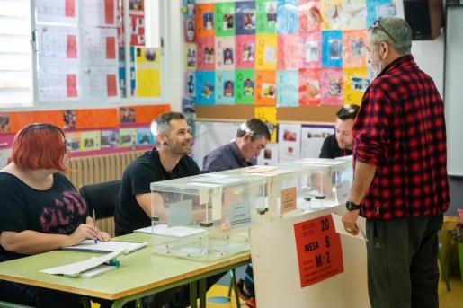 Votación en el CEIP Can Cantó.