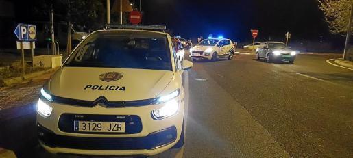 Imagen de un control policial realizado por la Policía Local de Sant Antoni