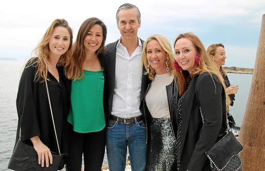 Sabrina Barceló, Mari Gutic, Beltrán Álvarez de Estrada, Encarna y Elisa Matos.