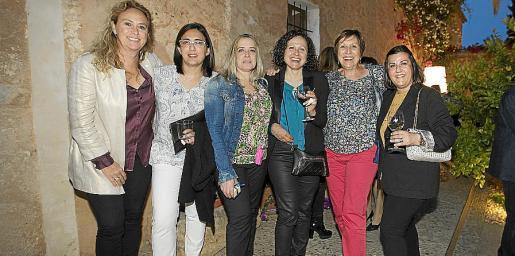 Margarita Massanet, Coloma Torrandell, Sebastiana Lladó, Inés Barceló, Margalida Servera y Antonia García Gallego.