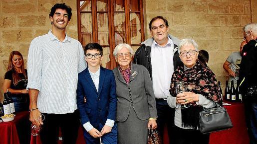 Toni Torrens, Josep Arnau Torrens, Antònia Cantallops, Guillem Vicens y Margalida Cantallops.