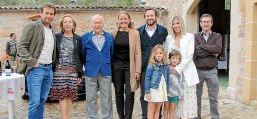 Juan Carles Sampol, Paz Massanet, Gabriel Sampol, Esther Vidal, Fernando Sampol, Ángela Verdera, José Luis Sampol y los niños Carla y Miquel Sampol.
