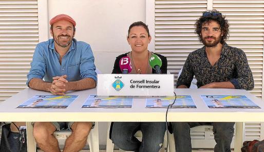 De izquierda a derecha, Maxwell Moya, Alejandra Ferrer y el músico Ermanno Panta.