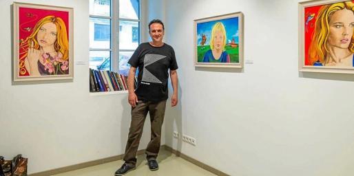 El artista zamorano durante una muestra que hizo en la localidad lituana de Kaunas, después de haber sido seleccionado para hacer una residencia.