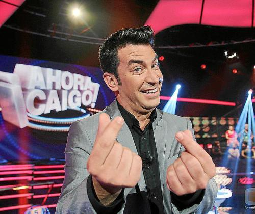 Actualmente, Arturo Valls, presenta el concurso '¡Ahora Caigo!'.