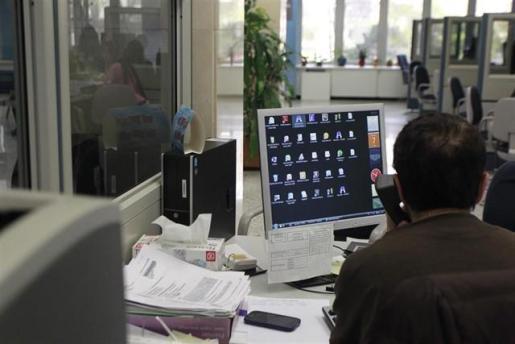 El Gobierno autoriza el pago de 280 euros en la nómina de junio al personal laboral del Estado.