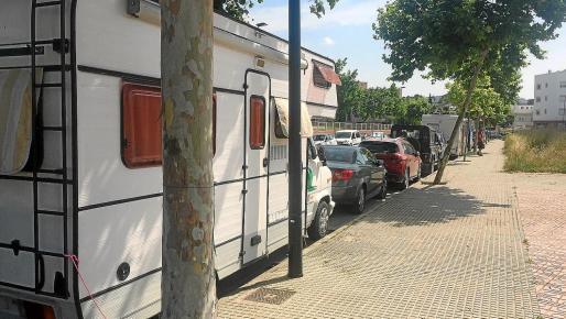Tres caravanas en la misma calle.