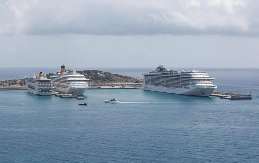 Los cruceros Costa Neoriviera, Costa Fortuna y MSC Fantasía hicieron escala en es Botafoch.
