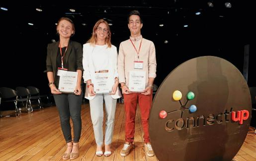 Petra Mestre, Joana Llull y Jorge Degea, al recoger el premio el lunes.