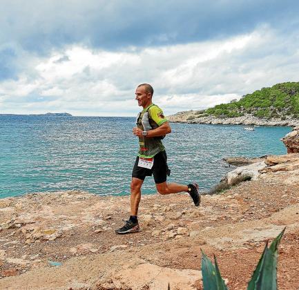 Un corredor, durante la Ibiza Trail Maraton del año pasado.