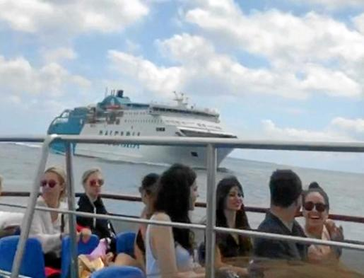 El capitán del 'Bahama Mama' hizo varias pitadas largas y al ver que el Aquabus seguía con rumbo a colisión pararon máquinas.