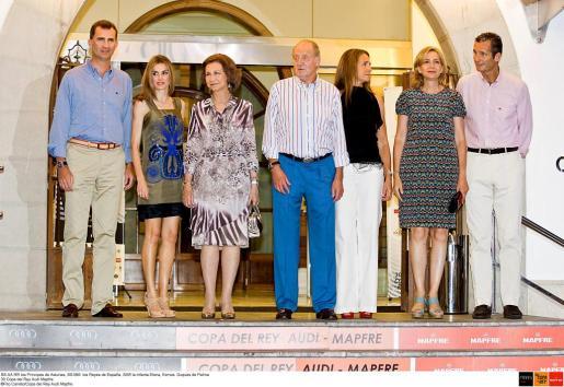 Imagen de este pasado verano donde se puede ver a los Príncipes de Asturias, los Reyes, la Infanta Elena y los duques de Palma.