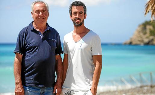 Emprendedor. Toni Marí 'Moreras' (I) y Juan Carlos Marí Marí (D), durante la entrevista en el Tropicana Beach Club.