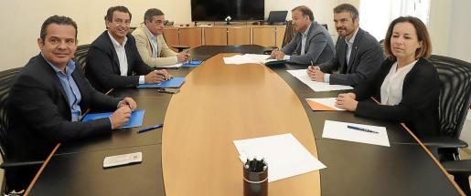 Las cúpulas de PP y Cs han mantenido reuniones durante esta semana para tratar de cerrar acuerdos de gobierno donde suman, como en el Consell d'Eivissa, pero también han cerrado un programa de oposición para los próximos cuatro años.