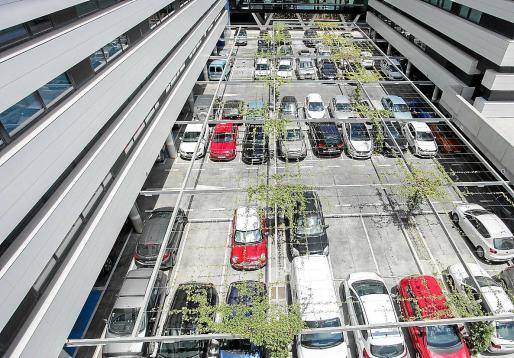 El aparcamiento del hospital Can Misses presentaba este aspecto un día de la semana pasada.