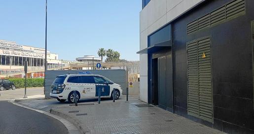 Los vehículos de la Guardia Civil y de la Policía Nacional realizaron varias conducciones a lo largo de la jornada de ayer.