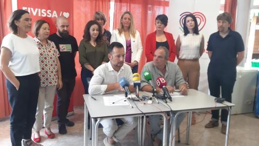 El equipo de gobierno, el día de la firma del pacto entre PSOE y U. Podemos.