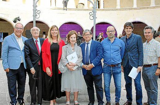 Juli Fuster, Rafael Perera, Patricia Gómez, Juana María Román, Vicenç Thomás, Jordi Martínez Serra, Joan Monse y Carlos Feliu.