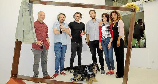 Tomeu Simonet, Misha Bies Golas, Carlos Maciá, José Manuel Cámara, Patricia Ruiz, Gianniely Cucci y Trek, en Addaya.