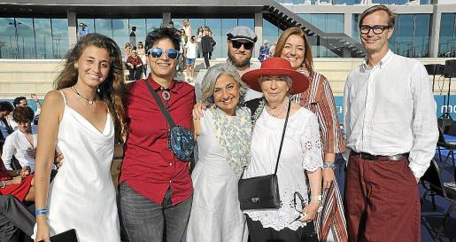 Lucia Scheibling, Nadia Scheibling, Ruby Scheibling, Stefan Viljoen, Gloria Bustamante, Sara Fernández y Hago Scheibling.