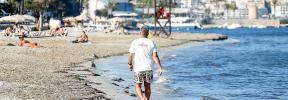 Fomento del Turismo arremete contra Vila por no retirar la posidonia muerta de las playas