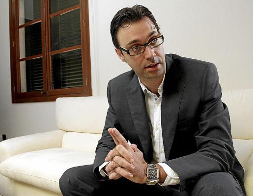 Antoni Costa fue director general de Pressuposts con José Vicente Marí Bosó como conseller de Hisenda. Es su primera legislatura como diputado.