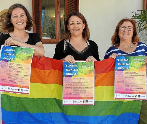 Vanesa Parellada, Alejandra Ferrer y Alejandra Carrasco, ayer en la presentación del programa de actividades en Formentera.